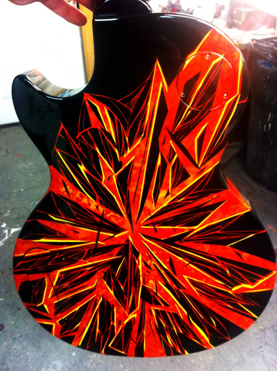 custom-painted-guitar-broken-glass-airbrush