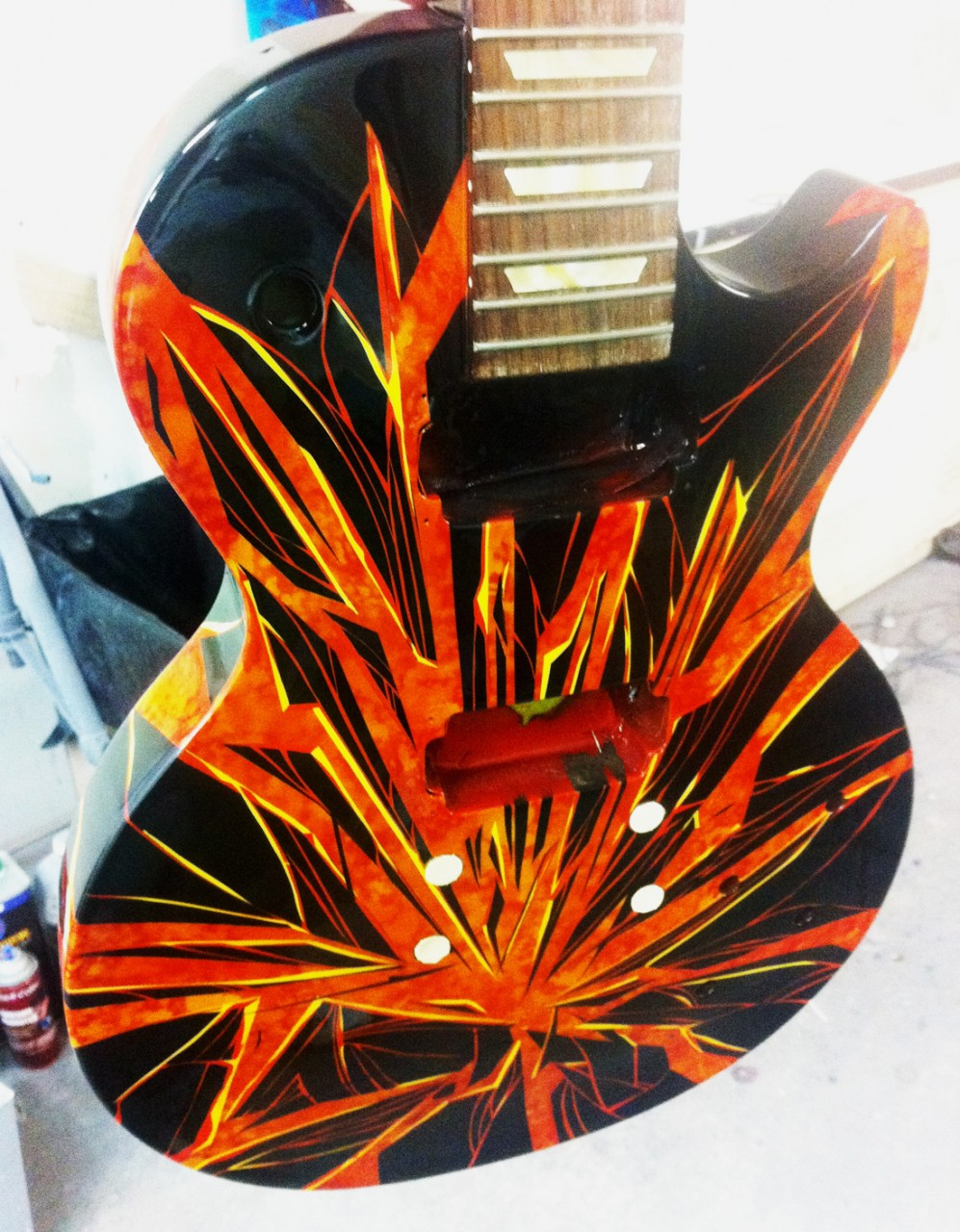 custom-painted-guitar-broken-glass-airbrush2